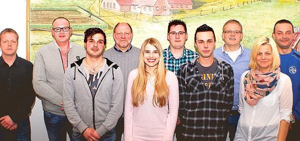 Vorstand und Trainer (v.l.): Karsten Ording (Fußball-Obmann), Bernhard Norenbrock (Vorsitzender), Dennis Rockmann (Trainer), Willi Poschmann (Kassenwart), Melanie Swantje (Zumba-Trainerin), Thomas Meerjans (Beisitzer), Heiko Küther (SR-Obmann), Oliver Böckmann (Jugendobmann), Maria Eilers (Zweite Vorsitzende), Björn Eilers (Beisitzer)